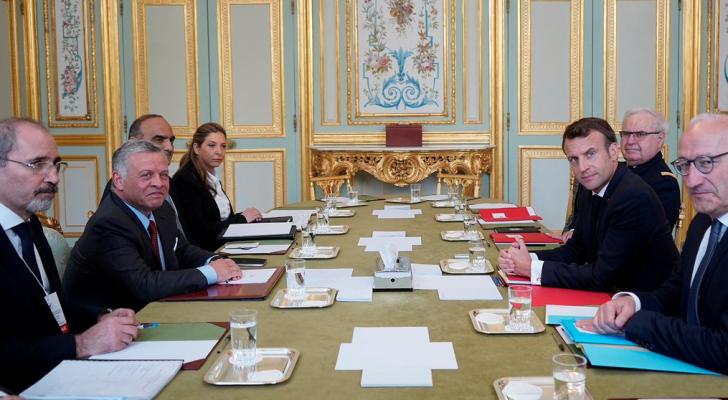 الملك يلتقي الرئيس الفرنسي في باريس