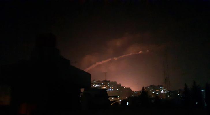 الدفاعات الجوية السورية تتصدى لأجسام مجهولة غرب دمشق