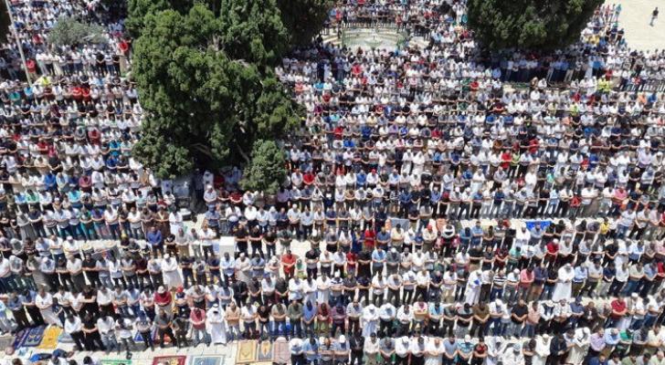 آلاف المصلين توافدوا للمسجد الأقصى