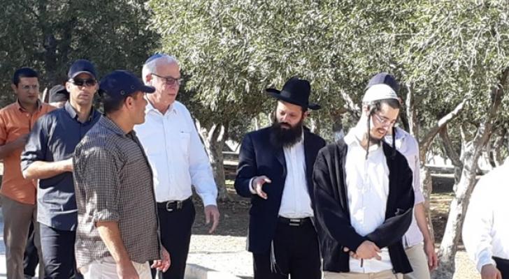 وزير الزراعة بحكومة الاحتلال يقتحم الاقصى برفقة عددج من المستوطنين