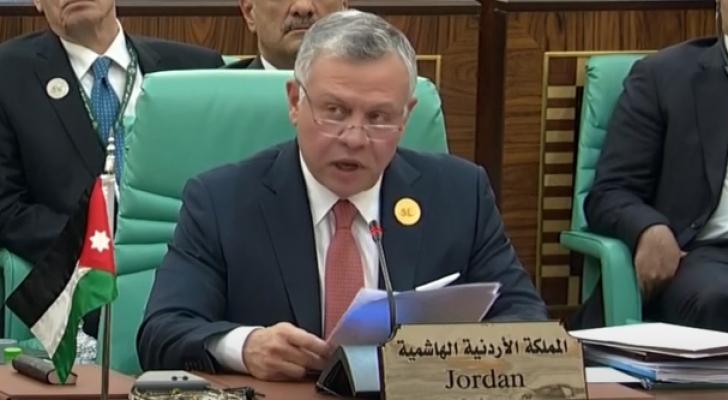 الملك خلال القاء كلمة الأردن في القمة الاسلامية