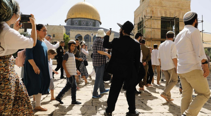 المستوطنون يقتحمون باحات المسجد الاقصى