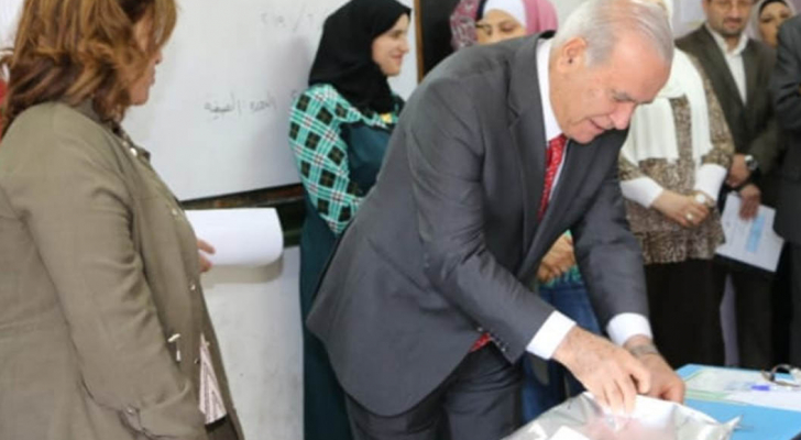وزير التربية و التعليم : لا مجال للتشكيك بامتحان التوجيهي