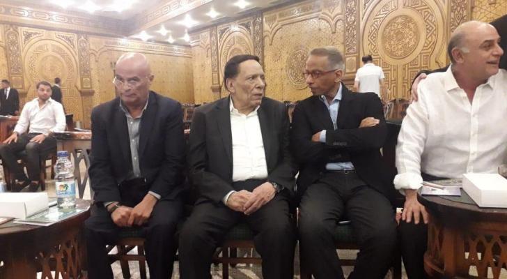 عادل إمام ونجوم الفن في عزاء الراحل عزت أبو عوف