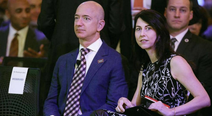 تعهدت ماكينزي في مايو بالتبرع بنصف ثروتها للأعمال الخيرية