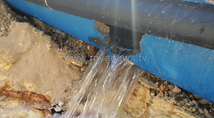 خط المياه الذي كسر في المدينة الرياضية - الصورة من وزارة المياه