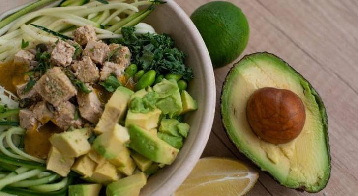 خبراء التغذية ينصحون بتناول الأفوكادو مرة أسبوعيا على الأقل