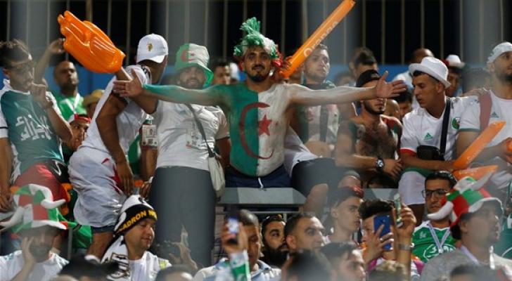 جماهير المنتخب الحزائري - رويترز