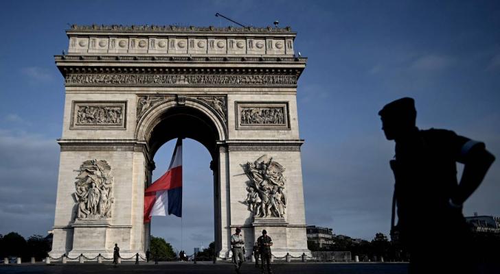 قوس النصر في باريس - ارشيفية