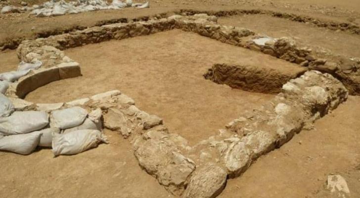 بقايا المسجد الذي تم اكتشافه مؤخرا
