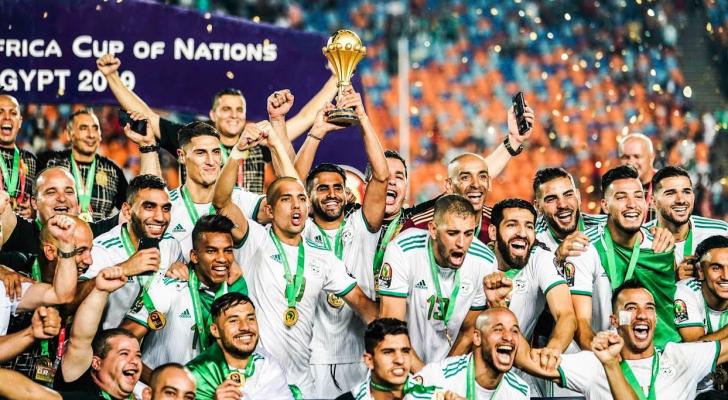 تتويج المنتخب الجزائري