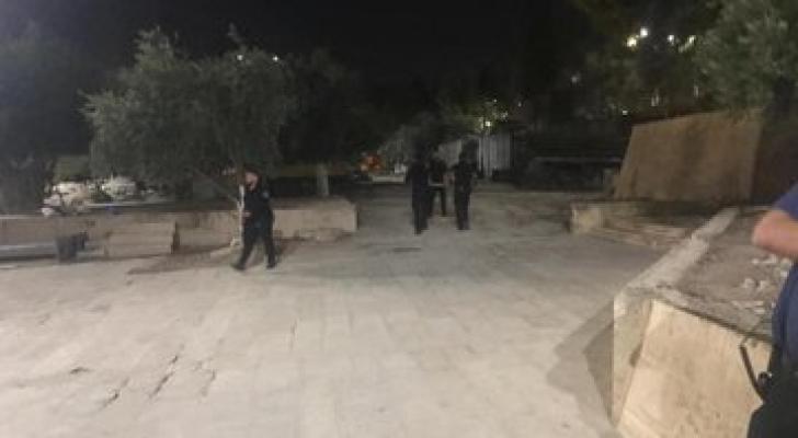 شرطة الاحتلال قامت بسرقة قواطع خشبية وخزانة احذية من مصلى باب الرحمة