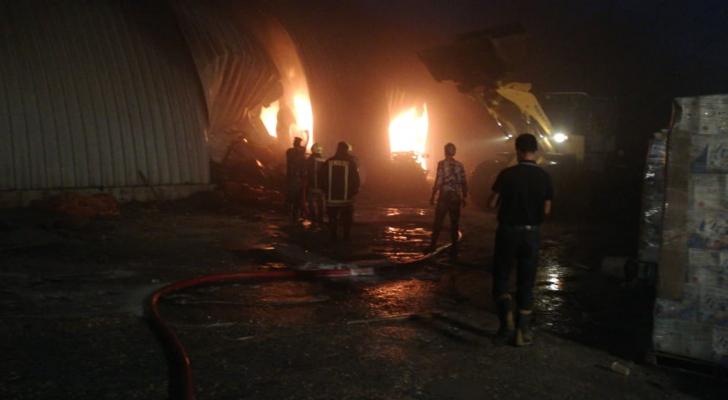 حريق مستودع مواد أولية وزيوت عطرية في المنطقة الحرة بالزرقاء