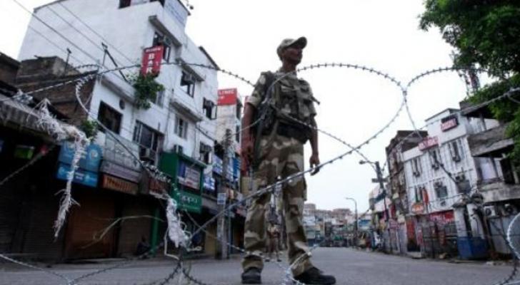 احتجاجات وخوف وإطلاق نار في كشمير بعد إلغاء الهند الحكم الذاتي