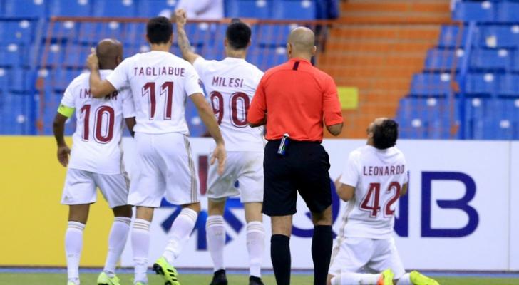 لاعبو الوحدة الإماراتي يحتفلون في مباراتهم ضد النصر الإماراتي في ذهاب دور الـ16 لدوري أبطال آسيا - ا ف ب