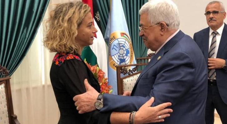 محمود عباس وحفيدة إسحاق رابين