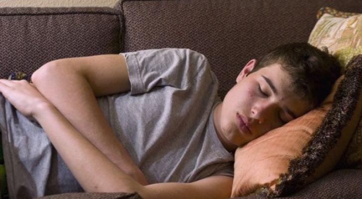 استخدام مواقع التواصل الاجتماعي يؤثر على النوم لدى المراهقين