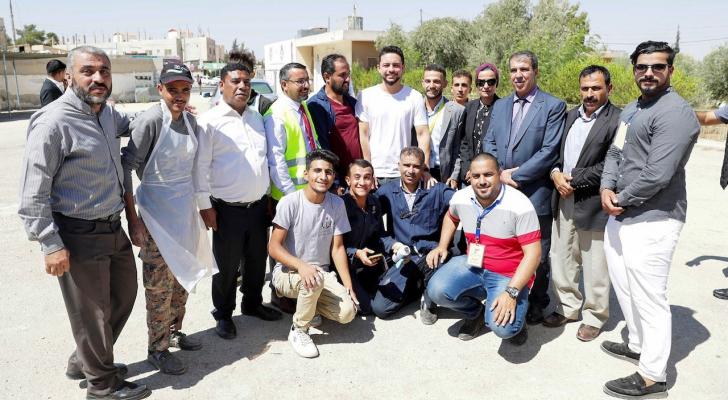 ولي العهد يشارك متطوعين في صيانة مدرسة المفرق الثانوية الصناعية للبنين