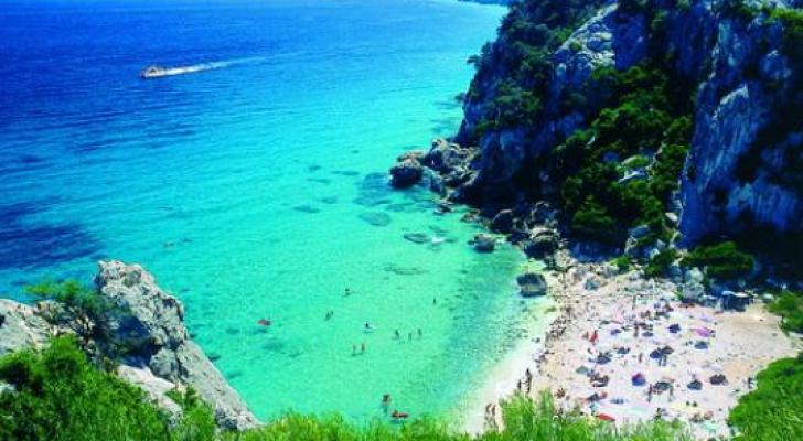 رمال جزيرة سردينيا محمية بحسب القانون الإيطالي