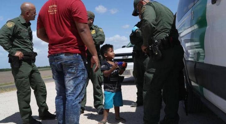 أطفال المهاجرين على الحدود الأميركية