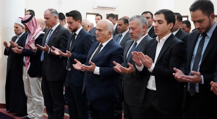 الملك يشارك في تشييع جثمان الأميرة دينا عبدالحميد