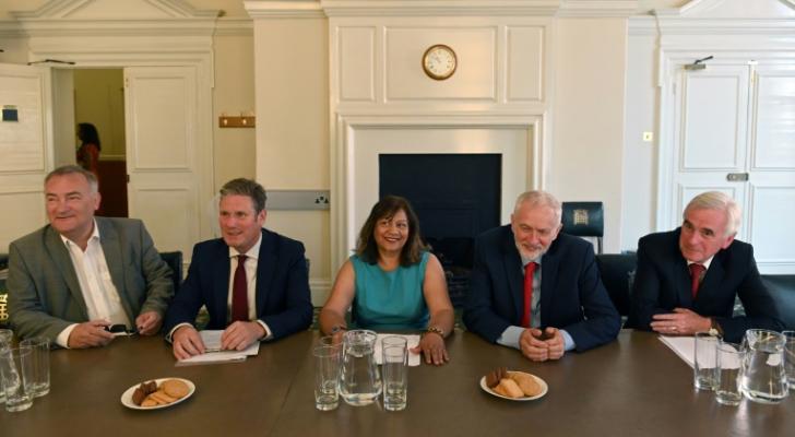 المعارضة البريطانية تتوافق على محاولة منع حصول بريكست من دون اتفاق