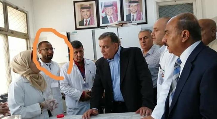 صورة من زيارة وزير الصحة للمستشفى والشاب فرج
