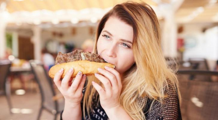 اللحوم المصنعة أو الأطعمة المدخنة يمكن أن يزيد من المخاطر