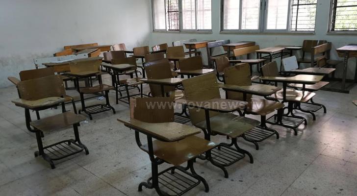 غرف صفية خالية من اي طالب خلال الاضراب