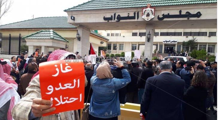 من الاحتجاجات على اتفاقية الغاز - ارشيفية