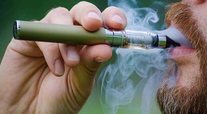 دراسة أثبتت أن نكهات السجائر الإلكترونية قد تدمر خلايا بالأوعية الدموية والقلب