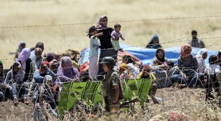 اللاجئون على الحدود التركية