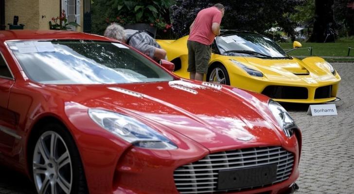 ضمت المجموعة سيارات من طراز فيراري ولامبورجيني وبنتلي ورولز رويس