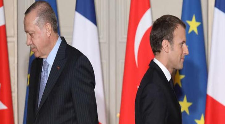 """تركيا تشبّهه  الرئيس الفرنسي بـ""""الديك الصياح"""""""