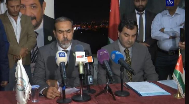 نائب نقيب المعلمين ناصر المناصرة اثناء حديثه في المؤتمر