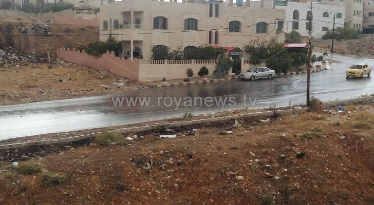 تحذيرات من الانزلاقات أثناء المسير على الطرقات نتيجة هطول بعض الأمطار