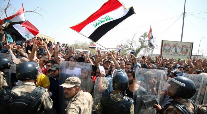 دعا مقتدى الصدر  إلى استقالة الحكومة العراقية واجراء انتخابات مبكرة