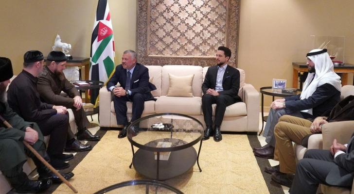 الملك يلتقي بحضور ولي العهد رئيس جمهورية الشيشان رمضان قديروف