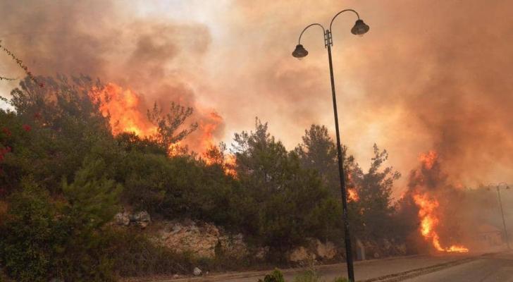 الأردن يبدي استعداده لإخماد حرائق لبنان
