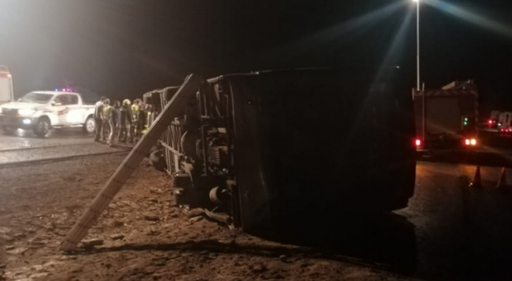 اصابة 11 سائحا ألمانيا وأردنيان بتدهور حافلة سياحية بالنقب