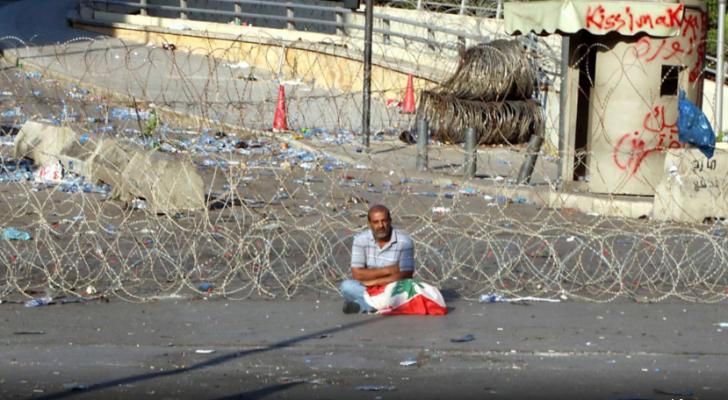 اللبنانيون يستكملون احتجاجاتهم لليوم الثالث على التوالي