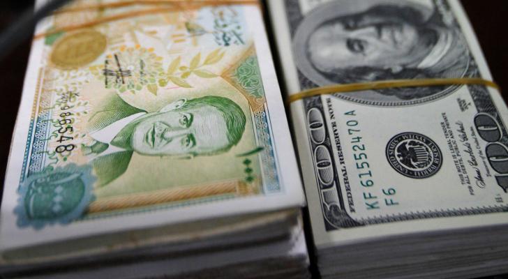 العملة السوربة والدولار الأمريكي