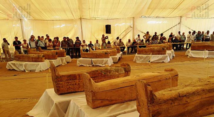 الأثار المصرية تعلن اكتشاف 30 تابوتا خشبيا تعود للأسرة 22 الفرعونية