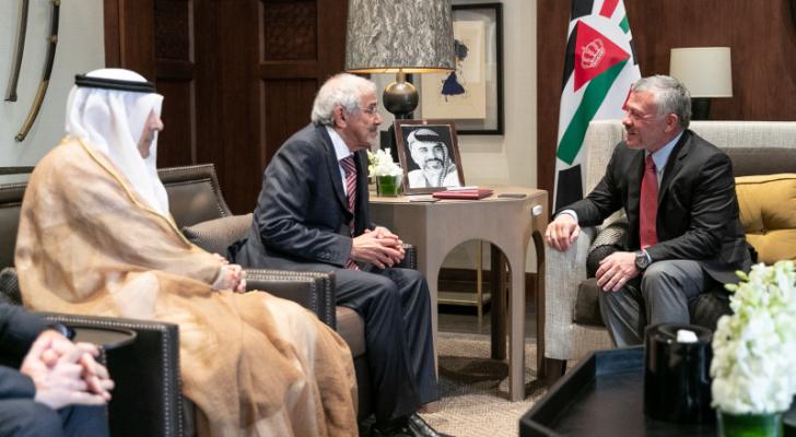 الملك يلتقي رئيس مجلس إدارة جمعية الهلال الأحمر الكويتي