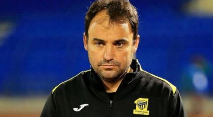الاتحاد السعودي لكرة القدم يُقيل مدربه التشيلي