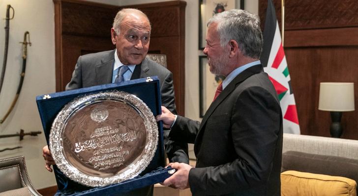 الملك يستقبل أبو الغيط ويتسلم درع العمل التنموي العربي لعام 2019