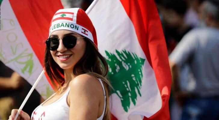 طريف من علاء مبارك على صورة لفتيات من لبنان أثناء المظاهرات