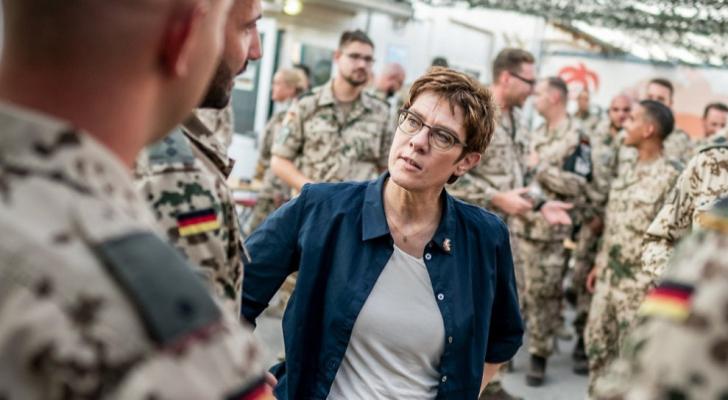 وزيرة الدفاع الألمانية انغريت كرامب-كارينباور