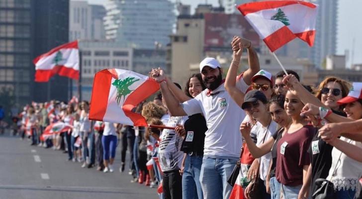 دعوات لعصيان مدني وإضراب عام في لبنان.. وإغلاق البنوك مستمر
