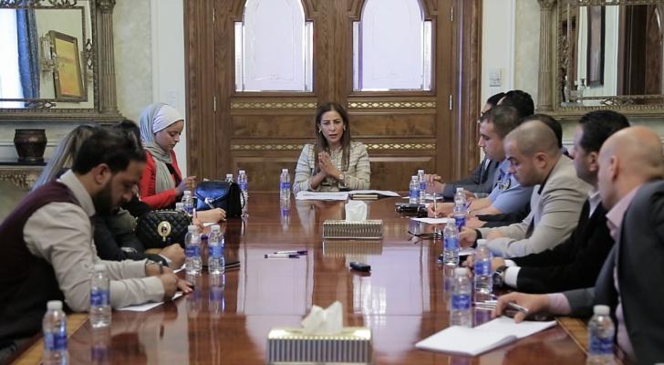 غنيمات، خلال لقائها اليوم الاثنين في دار الضيافة برئاسة الوزراء عددا من مقدمي البرامج الإذاعية الصباحية